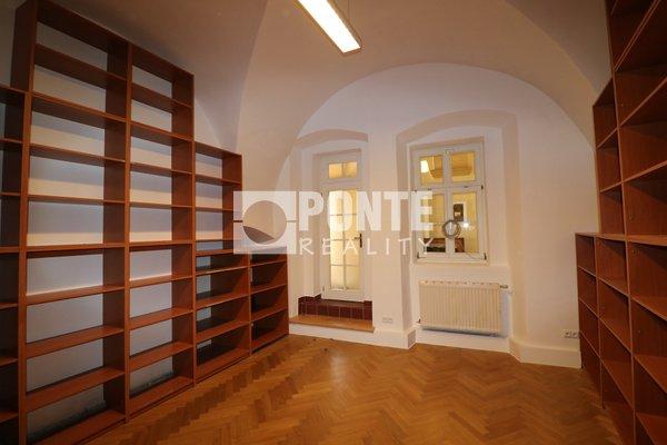 Pronájem kanceláře 22 m², Praha 1- Hradčany, Loretánské náměstí