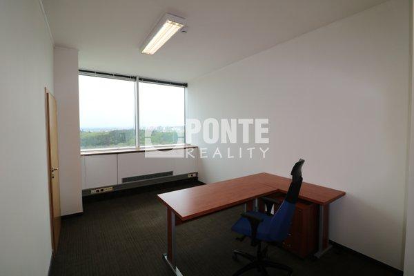 Pronájem kanceláří v open space v administrativní budově Shiran Tower, 15 m2, Praha 6 - Vokovice, ul. Lužná