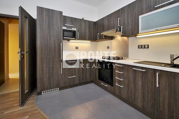 Pronájem bytu s dispozicí 2+kk/B, výměra 49 m², ulice Radhošťská, Praha 3, 3.NP/6 NP s výtahem