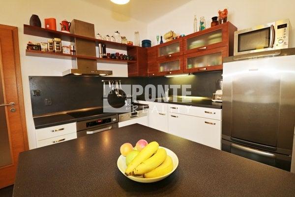 Prodej bytu 3+kk, 73 m², balkon, sklep, ul. Lucemburská, Praha - Vinohrady, OV, 6.NP, cihla