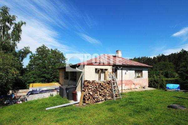 Nabízíme k prodeji chatu 3+1na krásném pozemku 1.100.m2 vhodném ke stavbě RD v obci Jílové u Prahy - Radlík