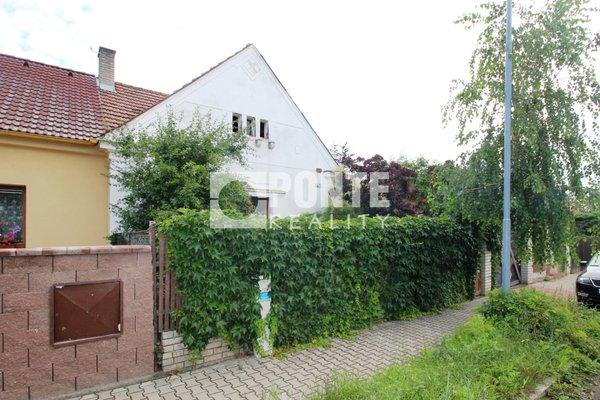 Prodej rodinného domu 2+kk na pozemku 497 m2, Pchery, okres Kladno