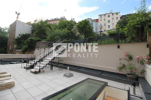 Pronájem bytu 1+kk, 32m², střešní terasa 61m2, sklep - Praha - Smíchov