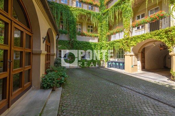 Pronájem kanceláře 18 m², Praha 1- Hradčany, Loretánské náměstí