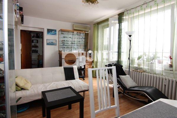 Pronájem bytu 2+1, 70 m² s terasou a garáží, Praha - Strašnice