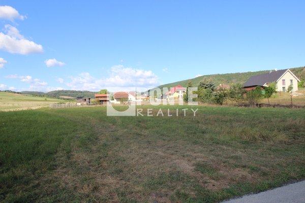 Nabídka stavebního plně zasíťovaného pozemku 938 m2 v obci Trubín, okres Beroun