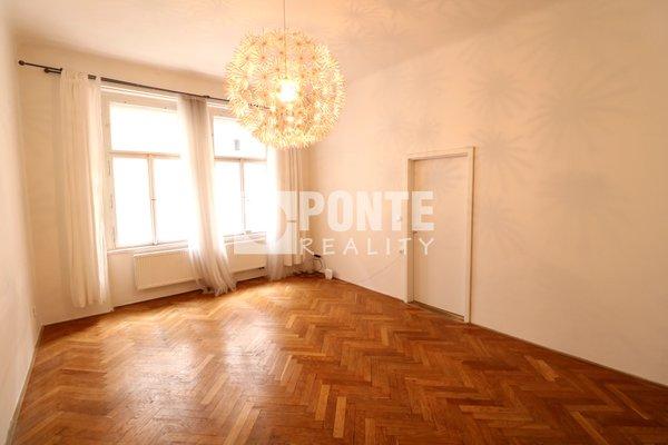 Prodej bytu 2+1, 55m², sklep 4m2, Praha 7 -  Holešovice, ul. U Smaltovny, OV, 2.NP, cihla
