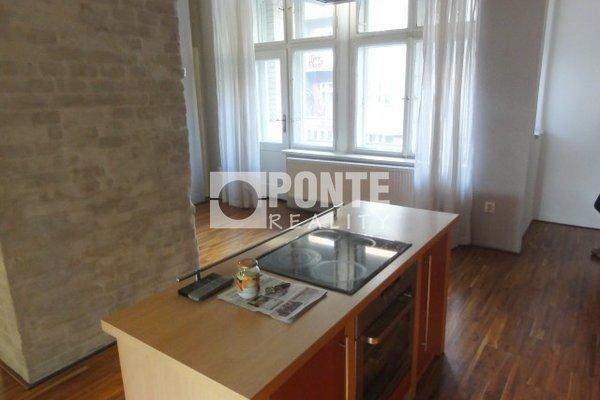 Pronájem rekonstruovaného bytu 3+1, 120 m2, Praha 6 - Dejvice, ul. Kafkova, 2 balkony, sklep