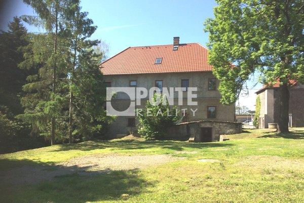 Prodej zemědělské usedlosti, 400 m2 s pozemky 31 551 m² poblíž obce Hostivice, okres Praha-západ