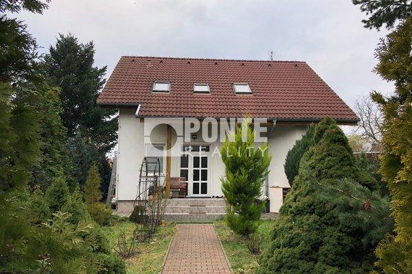 Nabídka prodeje rodinného domu 5+1, pozemek 500 m2, Praha - Horní Počernice