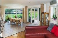 Prodej krásného rodinného domu 7+kk, terasa, balkony, garáž, bazén, pozemek 754 m2, Praha - Kobylisy