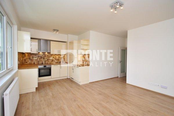 Pronájem bytu 2+kk/G, 58 m2, zahrada 180 m², ul. Svatošových, Praha 9, 1.NP/5 NP, cihlový dům