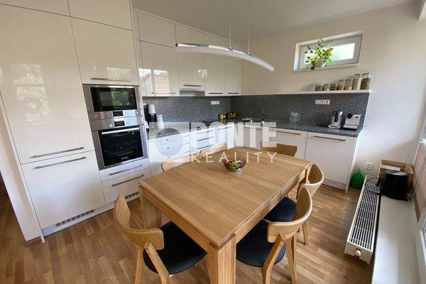 Prodej krásného bytu 3+kk, 91m² , balkon, sklep, 2 parkovací stání - Praha 9 - Čakovice
