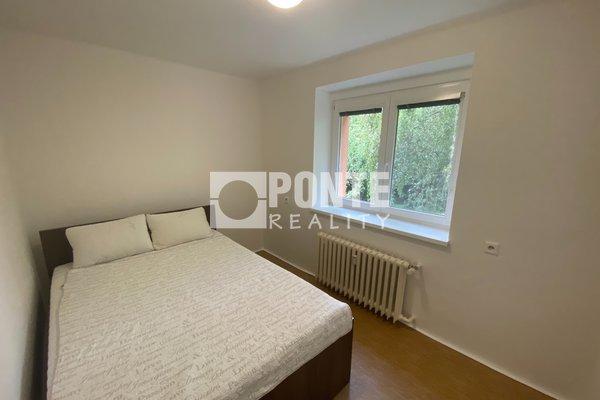 Pronájem pěkného bytu 2+kk, 30 m², ul. U Hráze, Praha 10 - Strašnice, DV, 2.NP, cihla