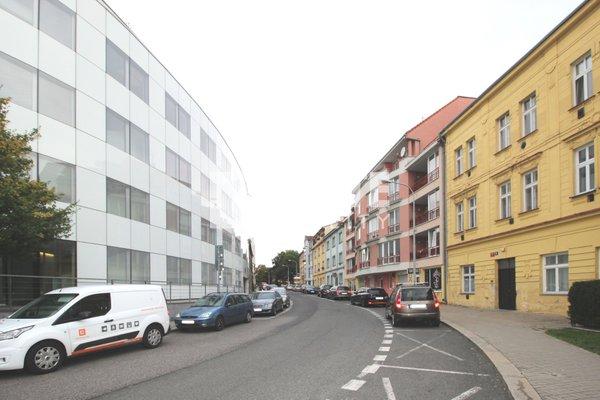 Pronájem kanceláří s kompletním zázemím 140 m2 + terasa + 3 parkovací stání, ul. Baarova, Praha 4
