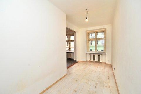 Prodej  bytu Koněvova realitní makléř • realitní kancelář • realitní služby nejen v Praze x1