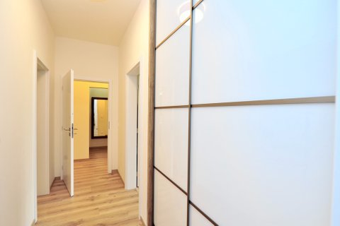 Pronájem bytu Pacholíkova realitní makléř • realitní kancelář • realitní služby nejen v Praze x12