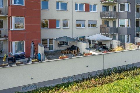 Prodej bytu Kytlická dvě terasy garážové stání realitní makléř • realitní kancelář • realitní služby