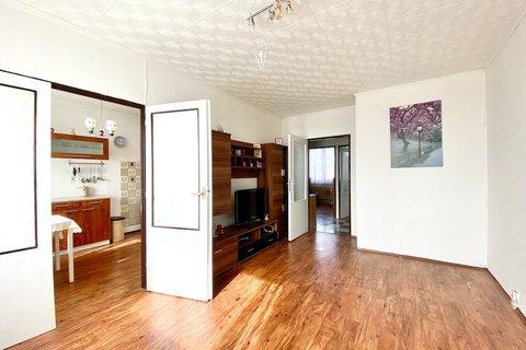 Prodej bytu u metra - 3+1 s lodžií Prosek realitní makléř • realitní kancelář • realitní služby neje