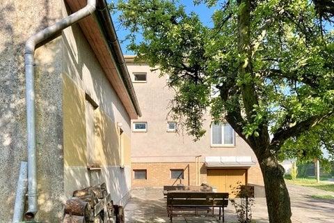 Prodej rodinného domu v Sadské, Praha realitní makléř v Praze, realitní kancelář2