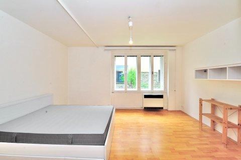 Pronájem bytu 1+1 Křižíkova Karlín, osobní vlastnictví, realitní makléř • realitní kancel