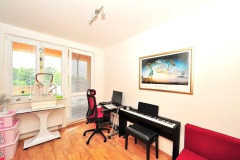 Prodej bytu 2+kk Klecany V Honech, realitní makléř • realitní kancelář • realitní služby nej