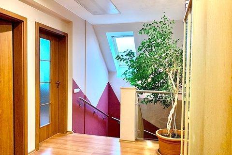 Prodej rodinného domu s bazénem Jirny - realitní kancelář   realitní makléř   reality Praha a okolí1