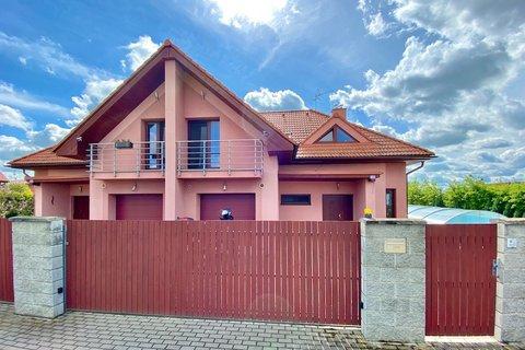 Prodej rodinného domu Jirny Praha - Východ realitní makléř • realitní kancelář • realitní služby nej