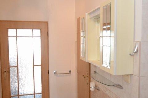 Druhé WC, umyvadlo a sprchový kout