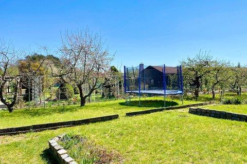 Prodej chaty a zahrady Cholupice Praha  realitní makléř • realitní kancelář • realitní služby nejen