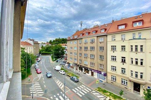 Prodej bytu 2+kk Praha Na dolinách Podolí Praha realitní makléř • realitní kancelář • realitní služb