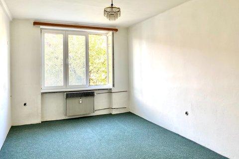 Pronájem bytu Strašnice Průběžná realitní makléř • realitní kancelář • realitní služby nejen v Praze