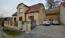 Prodej nadstardantního rodinného domu 5+kk po kompletní rekonstrukci, 367m2, Náměšť nad Oslavou