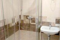 6 koupelna se sprchovým koutem