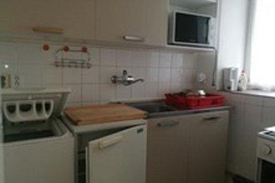 Pronájem, By 1+1 31 m2 v RD P4 Kunratice ul. K Šeberáku, Ev.č.: AJM00981