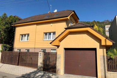 Prodej rodinného domu Beroun o třech bytech, Ev.č.: 100357