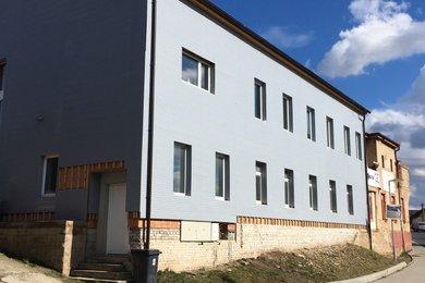 Pronájem nového podkrovního bytu 1+kk, 25 m2, Králův Dvůr - Počaply, Ev.č.: RkBe86