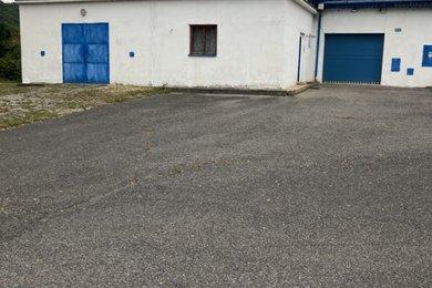 Prodej komerčního prostoru na pozemku o celkové výměře 2298 m2 na okraji Karlštejna, okres Beroun, Ev.č.: RkBe104