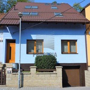 Prodej RD 6+1 + garáž, ul. Pod Horkou, Brno - Bystrc, CP 309 m2, po rekonstrukci, okrasná zahrada, krb, volný ihned