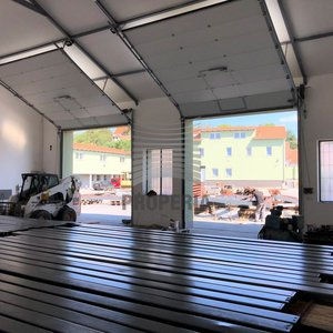 Pronájem skladu/dílny s vysokým stropem v nově zrekonstruovaném logistickém areálu v obci Želešice, ul. 24. dubna, okr. Brno-venkov, CP 176 m2, oploceno, alarm, vjezd kamionem, dostupnost na D1/D2/D52