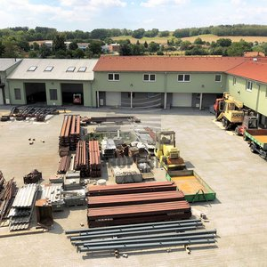 Pronájem skladu/kanceláře v nově zrekonstruovaném logistickém areálu v obci Želešice, ul. 24. dubna, okr. Brno-venkov, CP 356 m2, výtah, oploceno, alarm, vjezd kamionem, skvělá dostupnost na D1/D2/D52
