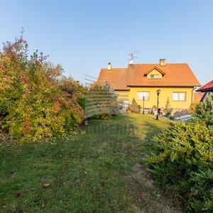 Prodej jedinečného domu 5+1, dílna, 2 garáže, bazén, venkovní posezení, 25 km od Brna
