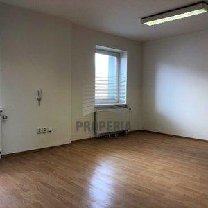 Pronájem kancelářských prostor v nově zrekonstruovaném logistickém areálu v obci Želešice, ul. 24. dubna, okr. Brno-venkov, CP 44 m2, oploceno, alarm, perfektní dostupnost na D1/D2/D52