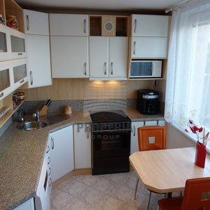 Prodej bytu v OV 3+1 + balkon, ul. Laštůvkova, Brno - Bystrc, CP 77 m2, byt po rekonstrukci, dům po revitalizaci, nový výtah.
