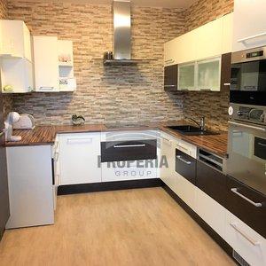 Prodej novostavby bytu v OV 4+kk + rozlehlá terasa, ul. Křepelčí, Brno, CP 95 m2 + 200 m2 terasa, parkovací stání v podzemních garážích, klimatizace, zařízeno.