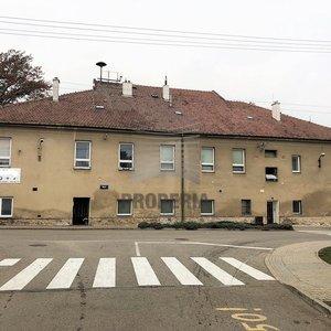 Prodej areálu bývalé zemědělské usedlosti v centru obce Blažovice, okr. Brno-venkov, CP 13.009 m2