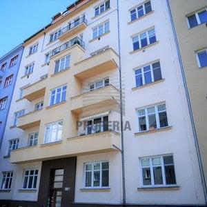Prodej cihlového bytu v OV 3,5+1 + balkon + zasklená lodžie, ul. Botanická, Brno-Veveří, CP 108 m2, byt po rekonstrukci, dům po revitalizaci, vlastní kotel