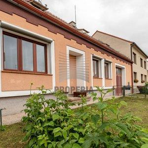 Vícegenerační bydlení RD 6+kk + 2 samostatné bytové jednotky, garáž, parkování na pozemku 5 aut, zahrada, naprosté soukromí