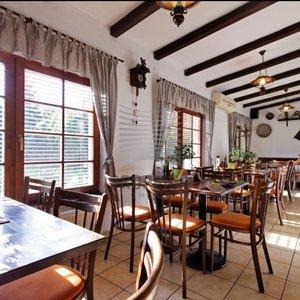 Příležitost!!! Zavedená restaurace, 300 m², zahrádka, parkování- Brno - Řečkovice