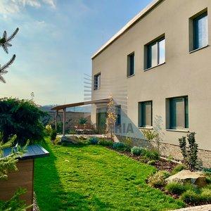 Prodej novostavby více generačního RD s garáží, parkovací stání, zahrada, terasa, Moravany, ul. Střední